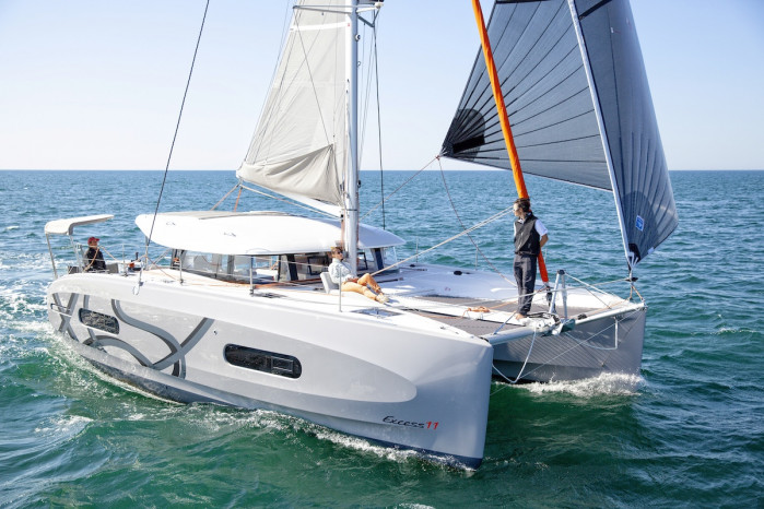 excess 11 catamaran sportif pulse line
